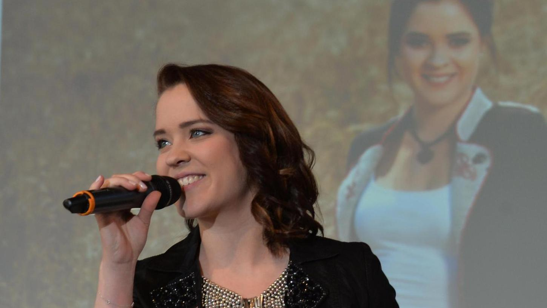 Carina Dengler hatte am Sonntag beim Reisefest in der Jurahalle ihren vorerst letzten Live-Auftritt als Sängerin. Die Pilsacherin konzentriert sich nun auf ihre TV-Karriere.