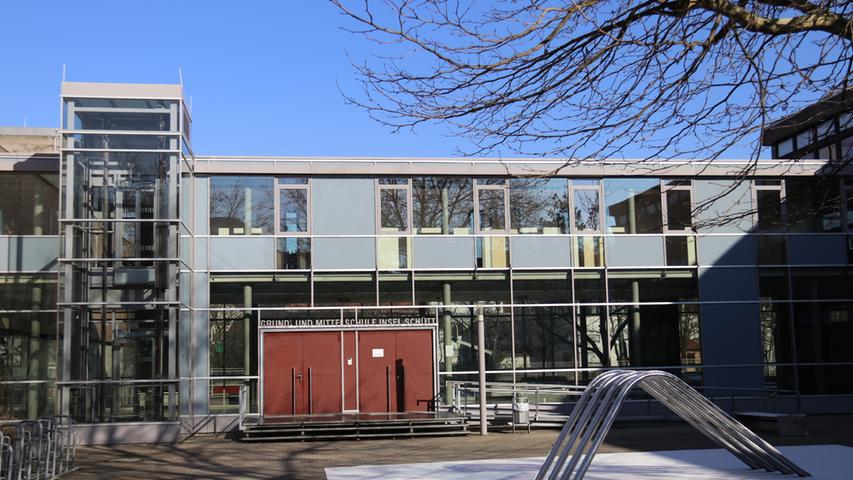 In unmittelbarer Nähe zur Wöhrder Wiese wird an der Grundschule Insel Schütt unterrichtet.  Zur Homepage der Grundschule Insel Schütt.