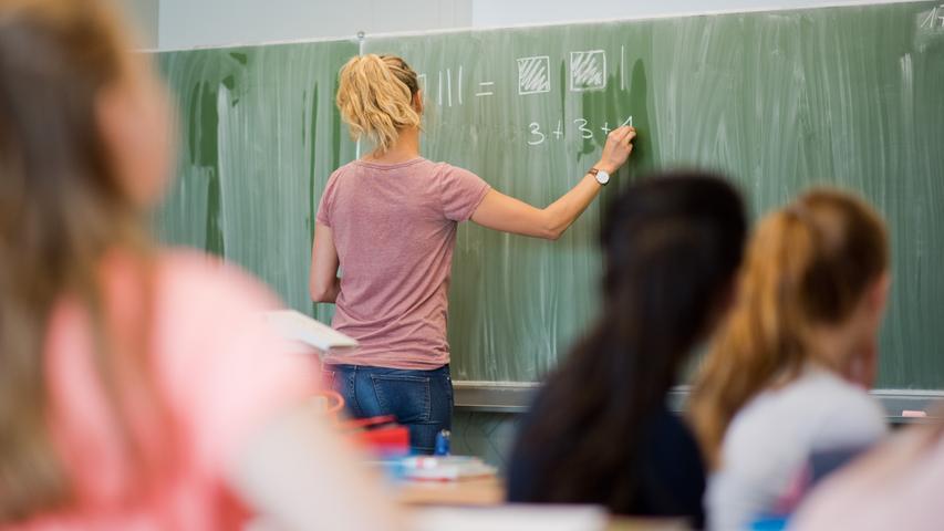 Die Grundschule in Worzeldorf ist nach dem deutschen Maler Max Beckmann benannt.  Zur Homepage der Max-Beckmann-Schule.