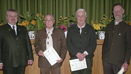 Vorsitzender Gerhard Tausch zeichnete Heinrich Wolf, Wolfgang Laumer, Anton Turnwald, Erwin Batke und Gerhart Kreutzer aus (von links).
