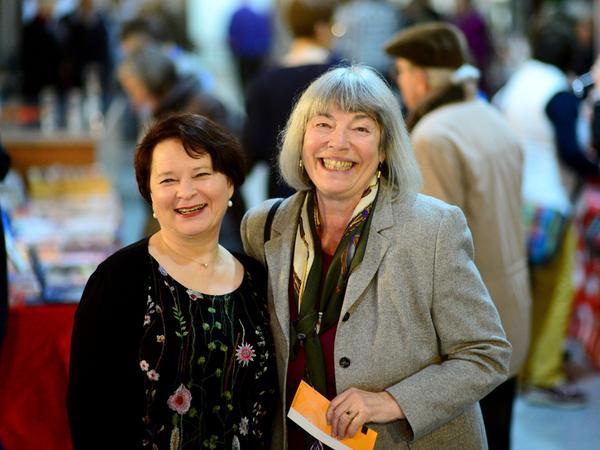 Programmchefin und Kulturamtsleiterin Claudia Floritz (links) mit ihrer Vorgängerin Renate Dix.