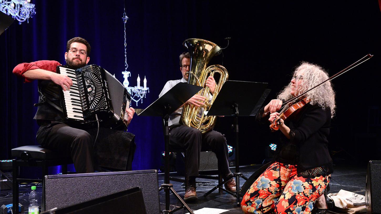 Alicia Svigals eröffnete am Freitagabend mit ihrem Klezmer Fiddle Express das Festival.