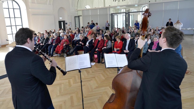 """Versiert spielten die """"Klezmen"""" beim Frauentag der SPD aus ihrem Fundus von Klezmermelodien."""