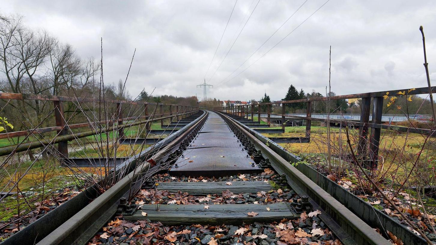 Wenn die Planer den Radschnellweg im Landkreis angehen, müssen sie auch eine neue Brücke über den Rednitzgrund vorsehen. Die alte Querung muss weichen.