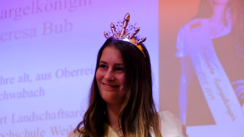 Lokales..Foto: Guenter Distler..Motiv: Krönung der neuen Fränkische Spargelkönigin 2018/2019; Theresa Bub