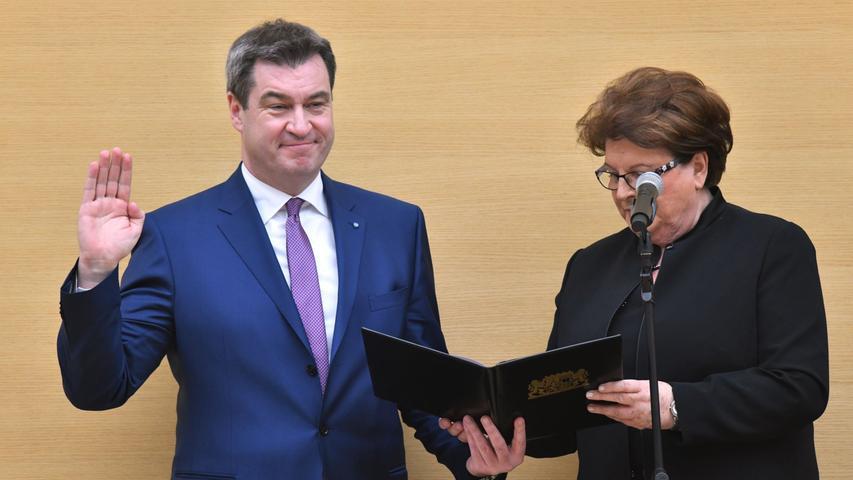 Dann ist Markus Söder neuer bayerischer Ministerpräsident. Der Landtag wählt den 51-Jährigen in München zum Nachfolger von Horst Seehofer, der als Bundesinnenminister nach Berlin gewechselt ist. Söder erhält 99 der abgegebenen 169 Stimmen.