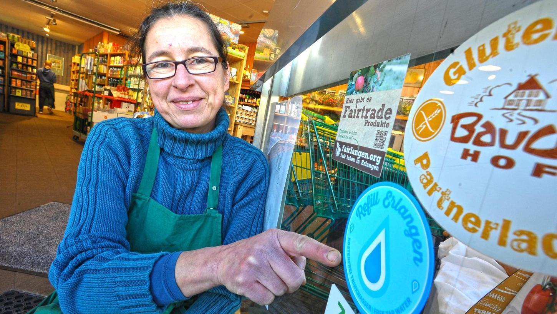 Eva Runschke, die Inhaberin des Bioladens Eva`s Apfel am Zollhaus, beteiligt sich an der
