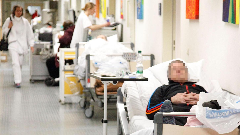 Gangbetten sind seit Beginn der Grippewelle wieder Alltag im Klinikum Fürth. Am Wochenende, so ein Sprecher, könnten sie verschwinden.