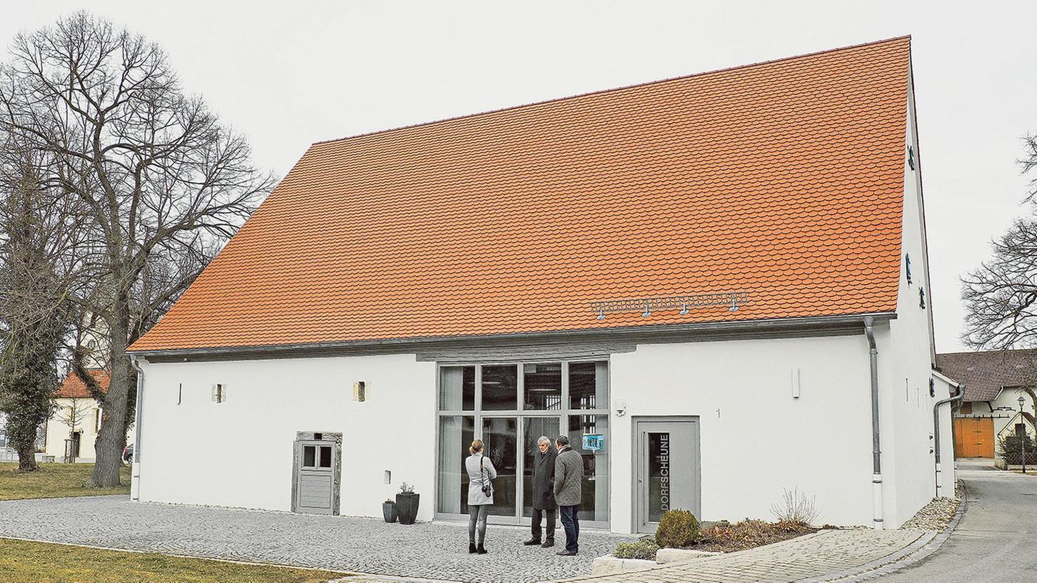 In 4500 Stunden ehrenamtlicher Arbeit haben die Grabener die alte Weißlein-Scheune in der Dorfmitte zum Gemeinschaftshaus umgebaut. Dort soll nach dem Willen der Bürger auch ein Jugendraum entstehen.