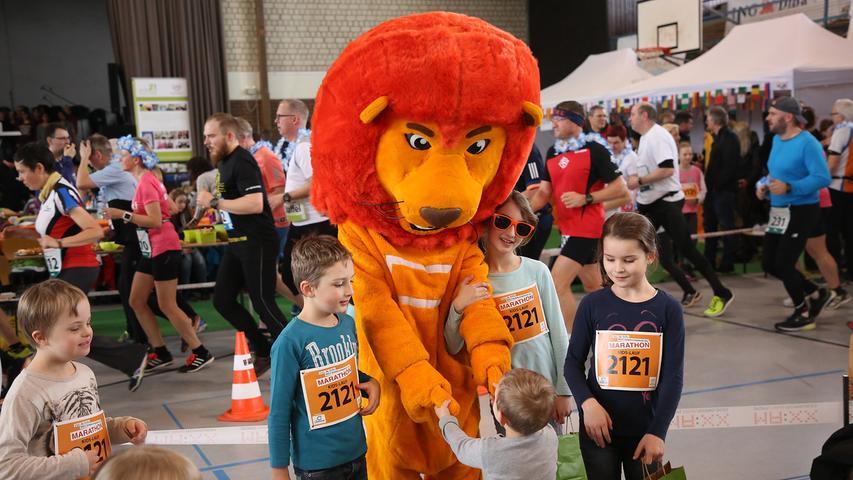 Down-Syndrom-Marathon, 6-Stunden-Lauf, Halbmarathon in der Halle vom TV Fürth 1860