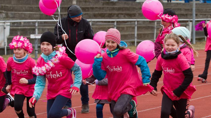Die Farbe Pink dominierte beim ersten Frauenlauf Franken auf dem Areal des TV Fürth 1860.