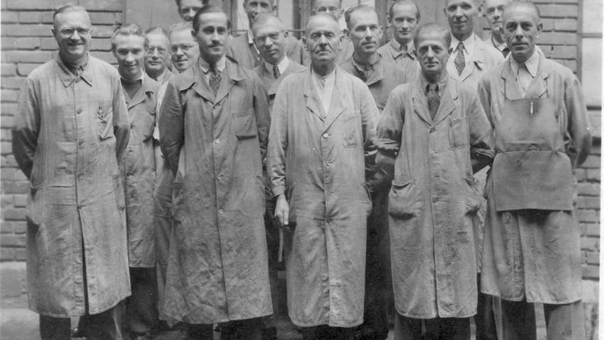 Pioniere für die Nürnberger Zeitungslandschaft: Auf diesem Bild sind technische Mitarbeiter in der Druckerei in Zirndorf zu sehen, entstanden ist das Foto zwischen 1945 und 1951.