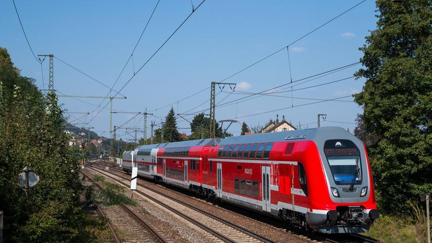 Im Sommer 2016 waren die Twindexx-Züge von Bombardier zum Teil noch zu Testzwecken unterwegs (Foto). Die neuen Waggons gingen dann im November 2016 in den Regeleinsatz (einen Testbericht gibt es hier). Doch aktuell läuft noch die Schulung an den Triebwagen, die Lokomotiven haben dann ausgedient.