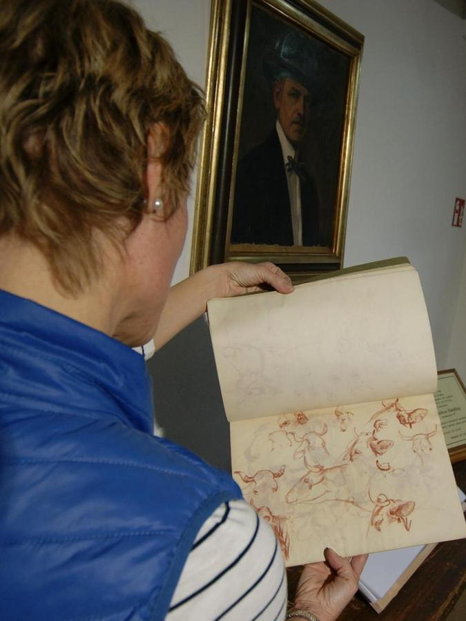 Joseph Henfling hat in seinem Skizzenbuch viele Motive erst ausprobiert, bevor er das Werk begonnen hat.