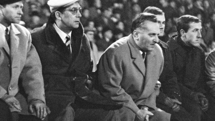 Nürnberg, ach was, Franken eskalierte, der Trainer auch: