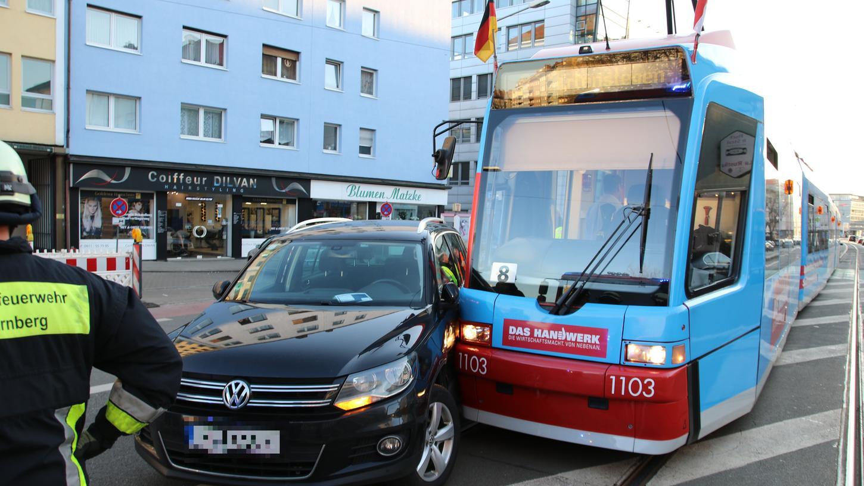 Der VW-Fahrer wollte abbiegen, achtete dabei aber nicht auf die nahende Straßenbahn.