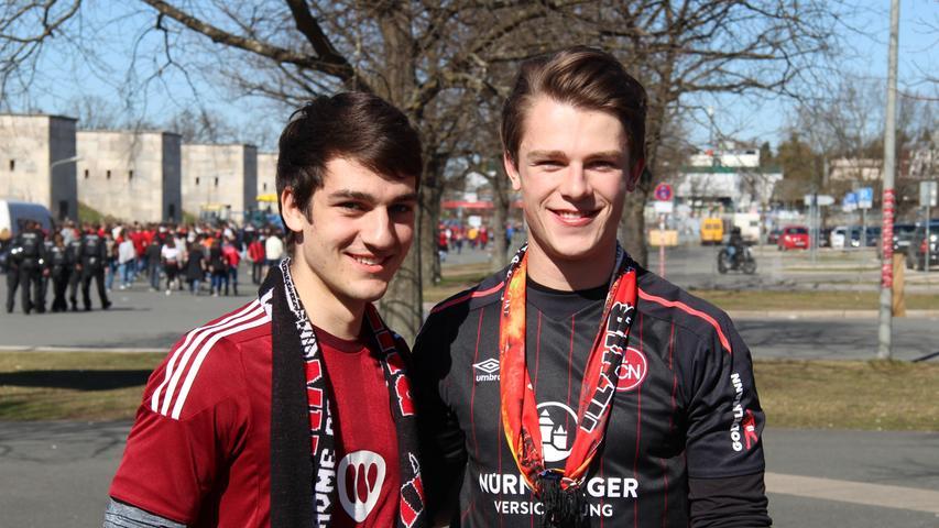 Durch Mikael Ishak stiegen die Aufstiegschancen gewaltig, denkt Yanik Portenhauser (19, links). Gegen Heidenheim habe der Club gut gespielt, aber in der Defensive hätten die Profis in Schwarz und Rot noch stabiler stehen können. Kumpel Philipp Keitel (20, rechts) hält das Spiel für einen