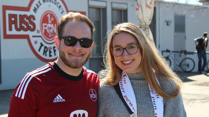 Michael (24), der das Spiel mit weiblicher Begleitung besuchte, hielt besonders die erste Halbzeit für spannend.