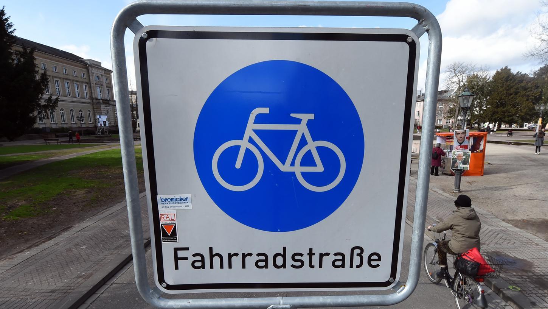 Fahrradstraßen sollen den Verkehrsteilnehmern das Radeln schmackhafter machen und sie dazu bewegen, das Auto öfter mal stehen zu lassen.