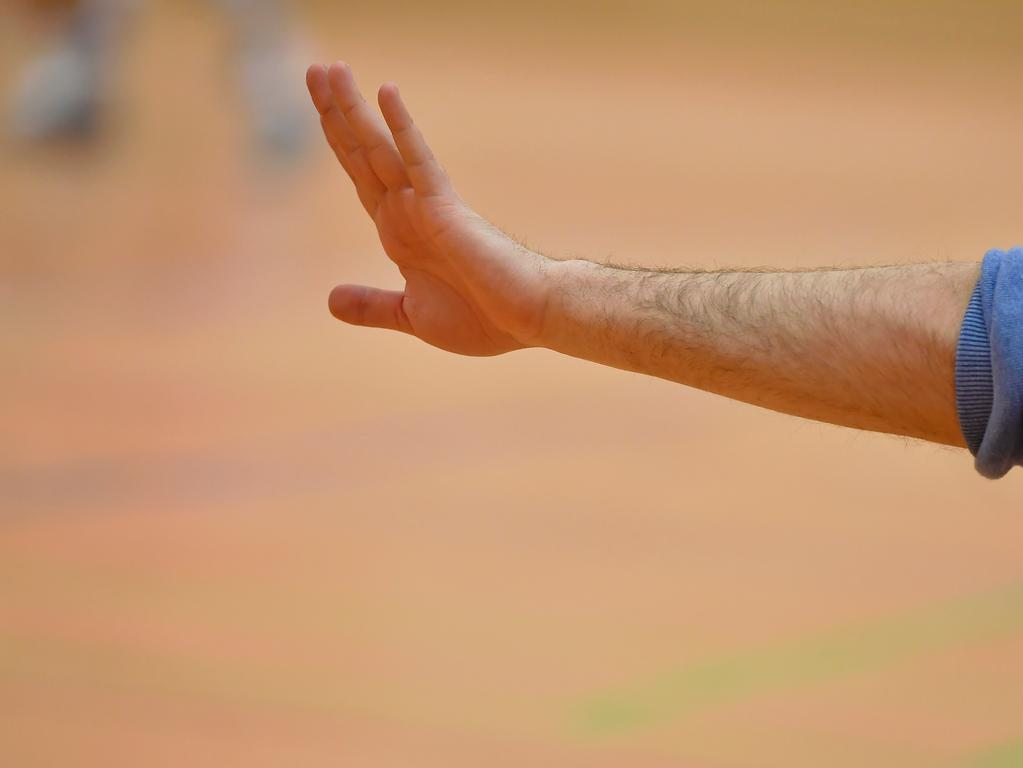 21.01.2018 --- Basketball --- Saison 2017 2018 - NBBL --- Nürnberg Falcons Basketball Club NBC - TSV Tröster Breitengüßbach --- Foto: Sport-/Pressefoto Wolfgang Zink / WoZi --- ....Feature Impression Symbolbild Symbolfoto - Hand Zeichen Handzeichen