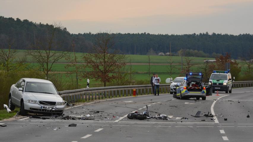 Von Polizeiauto erfasst: Mopedfahrer kommt bei Zirndorf ums Leben