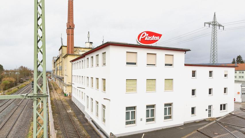 Deutschlands größter Drageehersteller hat ebenfalls fast 440 Mitarbeiter. Seit 1948 produziert die einst in Schlesien gegründete Firma Schokolade und andere Süßigkeiten in Forchheim. Im Herbst 2014 wurde Piasten von Katjes International übernommen.