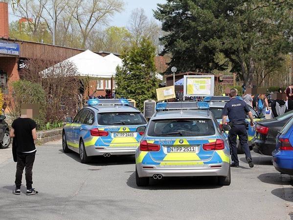 Am Sonntagnachmittag musste die Polizei zu einem Fußballspiel in den Süden Nürnbergs ausrücken. Mehrere Personen waren in einen handfesten Streit geraten.