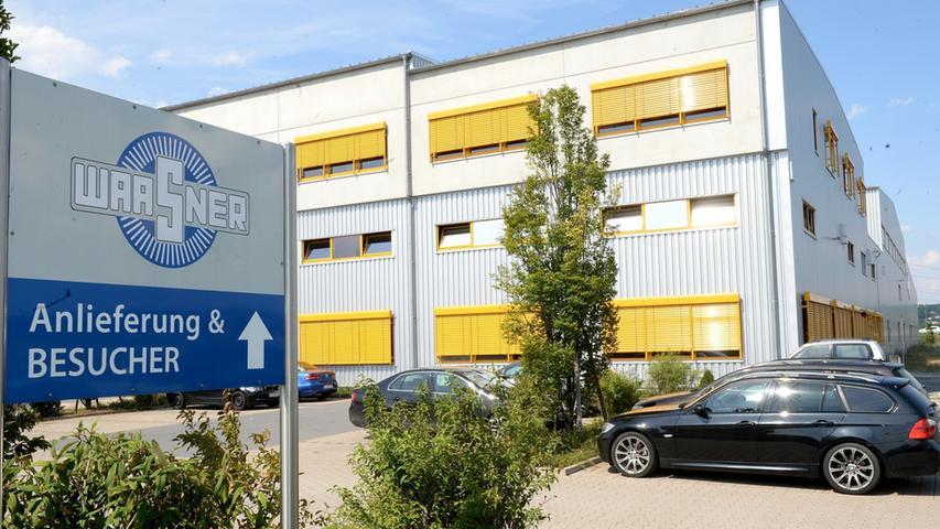 Im Jahre 1946 gründeten die Brüder Kurt und Bruno Waasner die Elektromechanischen Werkstätten in Schlüsselfeld. Sechs Jahre später siedelte die Firma nach Forchheim um. Heute beschäftigt das Elektrotechnik-Unternehmen über 400 Mitarbeiter.