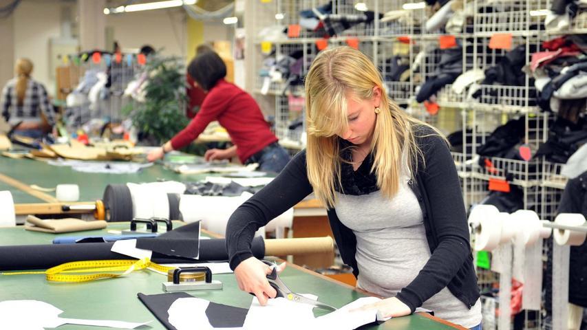 Die Textilfabrik Weber und Ott wurde 1834 von Konrad Weber in Fürth gegründet. 1934 wurde der Firmensitz der AG nach Forchheim verlagert. Das Textilunternehmen fungiert heute als Holding-Gesellschaft, ihre Tochter Toni Dress Damenmoden beschäftigt in Forchheim 250 Mitarbeiter.