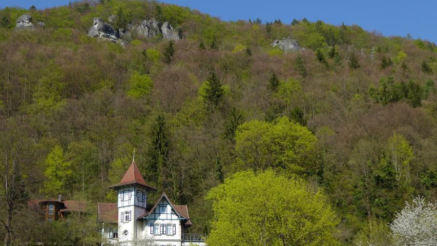 Ein wunderbares Ausflugsziel ist der Markt Wiesenttal in der Fränkischen Schweiz, deren Kern die beiden Gemeindeteile Streitberg und Muggendorf bilden. Den besonderen Reiz dieser Ecke, die Kanufahrer ebenso wie Wanderer zu schätzen wissen, machen die zahlreichen Tropfsteinhöhlen in der Nähe aus, die auch als Muggendorfer Höhlen bezeichnet werden. Zu diesen gehören zum Beispiel die Oswaldhöhle, die Witzenhöhle oder die Doktorshöhle. Im Eingangsbereich der Oswaldhöhle, eine geräumige über 60 Meter lange Durchgangshöhle, erkennt man zum Beispiel noch heute Mauerreste aus der Zeit des 30-jährigen Krieges; in der Höhle fanden die Bewohner Muggendorfs Zuflucht.
