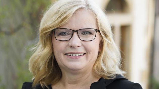 Gabi Schmidt aus dem Stimmkreis Fürth-Stadt bleibt im Landtag: Die Abgeordnete der Freien Wähler verteidigte ihren Sitz dank Listenplatz zwei.