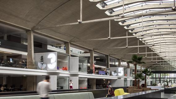 Hier hängen die Büros direkt über den ehemaligen Gleisen: Im Pariser Start-up-Campus