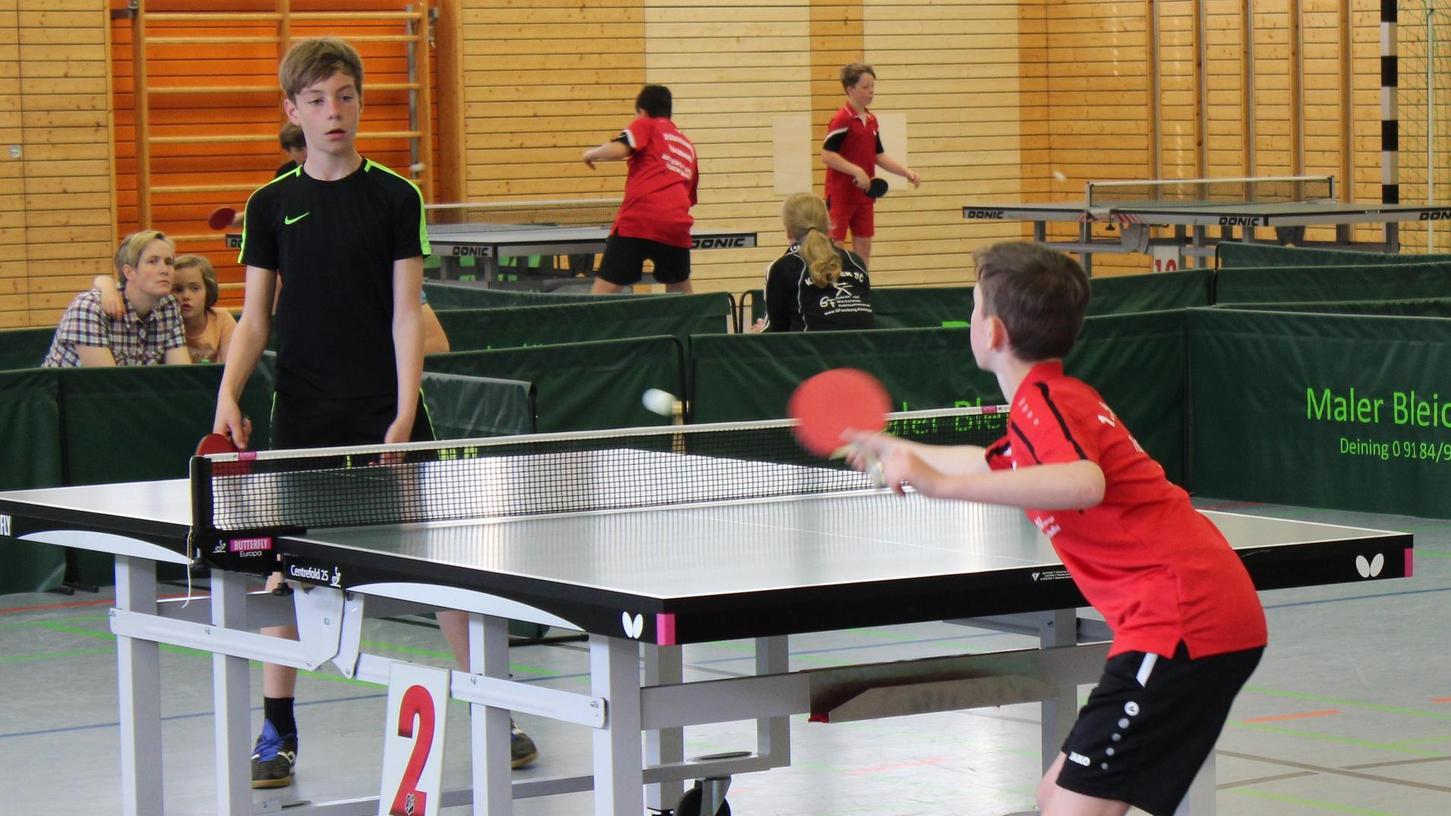 Beim TT-Bezirksranglistenturnier in der Deininger Labertalhalle kämpften die Schüler A und C um die Qualifikation für Kümmersbruck.