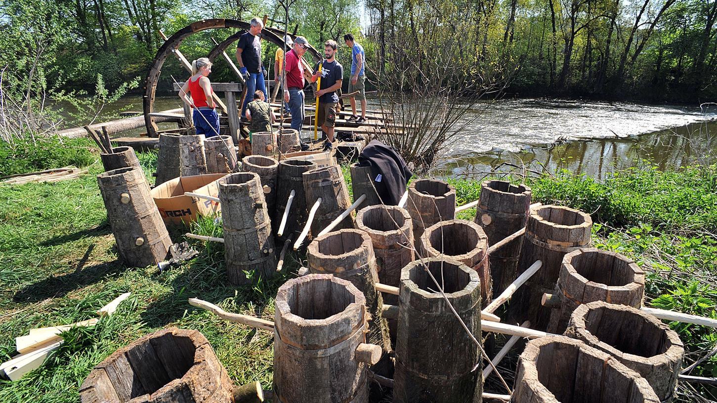 Auch das Kennerleinrad, das hier eingebaut wird, dient noch der Bewässerung der Wiesen.