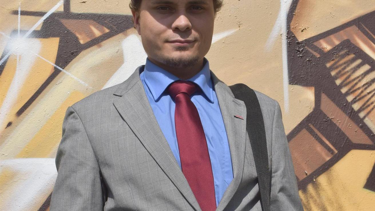 """Vorsitzender des ersten Ortsvereins der Partei """"Die PARTEI"""" im Landkreis Roth: Patrick Volkert."""