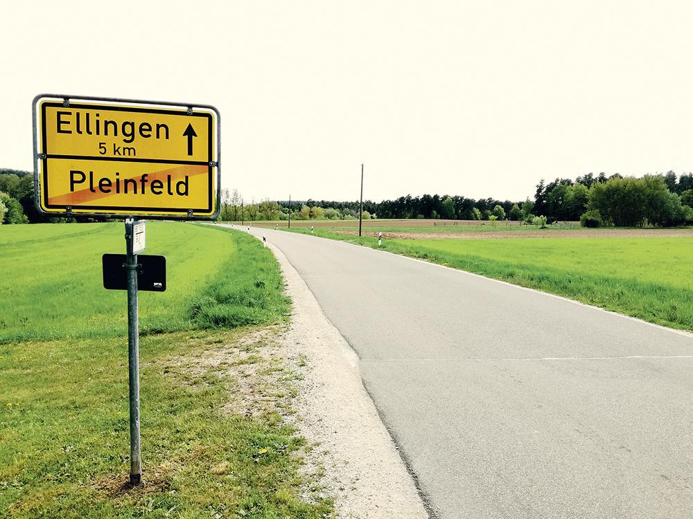 Stellenweise wird in den Kommunen entlang des Weges noch der genaue Verlauf diskutiert, so wie in Pleinfeld. Hier soll der Radweg links der Straße in Richtung Lauterbrunnenweg führen.