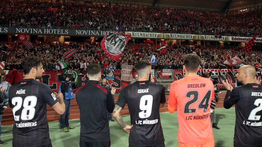 Denn 2017/18 präsentiert sich der Club als eine der stabilsten Mannschaften in einer sonst wilden 2. Bundesliga. Zu seinem 118. Geburtstag steht der FCN kurz vor dem Aufstieg ins Fußball-Oberhaus - sehr zur Freude der leidenschaftlichen Fans.