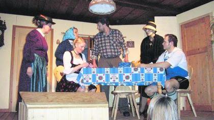 """Die ländliche Posse """"Der ewige Spitzbua"""", die die Theatergruppe des Schützenvereins Euerwang im Schützenhaus aufführt, sorgt für viel Erfolg beim Publikum. Das Stück ist heute und im Januar nochmals zu sehen.Foto: privat"""