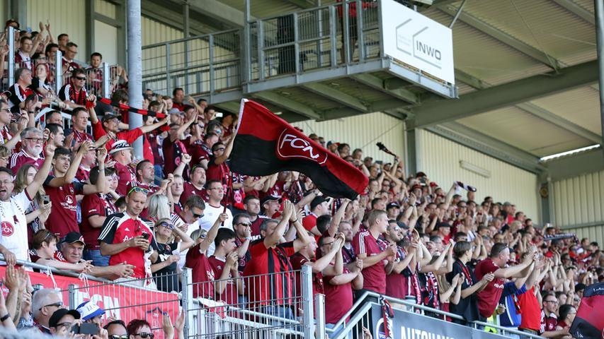 Begleitet wurden Köllner und sein aufstrebender Club ins nördliche Baden von rot-schwarzen Heerscharen. Mehr als 9000 FCN-Fans - so war es bereits im Vorfeld zu lesen - hatten die Pilgerfahrt mit Nürnbergs Premium-Club mitgemacht und waren ihrem Lieblingsverein in die beschauliche Kurpfalz und das nur rund 15.000 Zuschauer fassende Stadion gefolgt. Das Übergewicht auf den Rängen,…