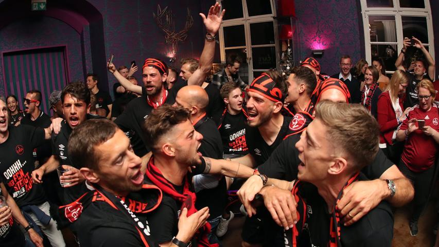 Aufsteiger, Aufsteiger! Behrens, Valentini und Co. feierten Mega-Party