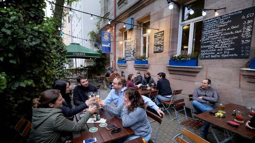 Das Gasthaus Engel ist fester Bestandteil im Nürnberger Stadtteil Schoppershof. Innen wie außen lädt das Restaurant und Biergarten zum Verweilen ein. Neben frischen Schäufele, das es mittwochs gibt, werden auch Vegetarier und Veganer im Engel glücklich. // Schoppershofstraße 53, 90489 Nürnberg