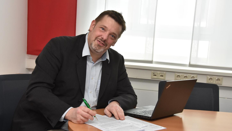 Das Klinikum Fürth nutzt die Ergebnisse des NZ-Klinikchecks seit 2016 intensiv und hat die Ergebnisse zum Anlass genommen, Dinge zu verbessern. Ein aufwendiges Projekt ist der eigene Fragebogen zur Patientenzufriedenheit, für den das Klinikranking den Ausschlag gab. Der ärztliche Qualitätsmanager Dr. Felix Große hat ihn mit entwickelt.