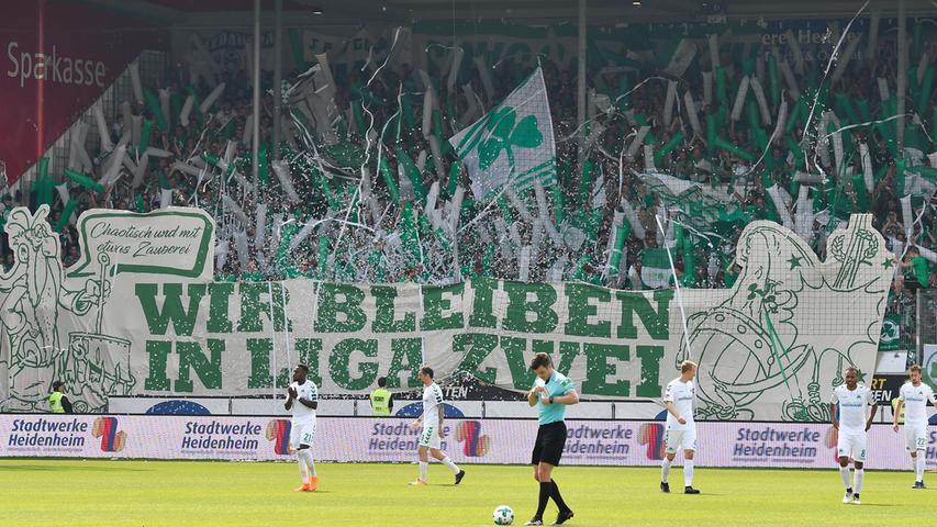Knapp 2000 Fans begleiten ihr Kleeblatt nach Heidenheim. Mit allen notwendigen Mitteln soll der Abstieg vermieden werden. Die Ausgangslage vor der Partie ist klar: Fürth muss punkten, ansonsten geht es in die 3. Liga.