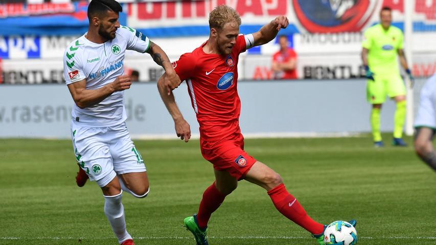 Trotzdem steht es weiter 0:0, auch weil Jurgen Gjasula weiterhin Probleme mit der Robustheit der Heidenheimer Mittelfeldspieler hat.