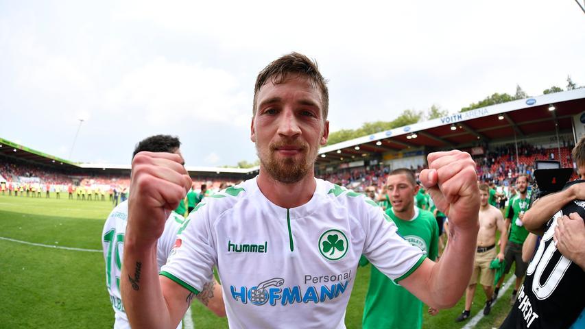 13.05.2018 --- Fussball --- Saison 2017 2018 --- 2. Fussball - Bundesliga --- 34. Spieltag: FC Heidenheim FCH - SpVgg Greuther Fürth ( Kleeblatt ) --- Foto: Sport-/Pressefoto Wolfgang Zink / WoZi --- ....Mario Maloca (22, SpVgg Greuther Fürth ) ballt Faust / Fäuste - Jubel Freude nach Spielende
