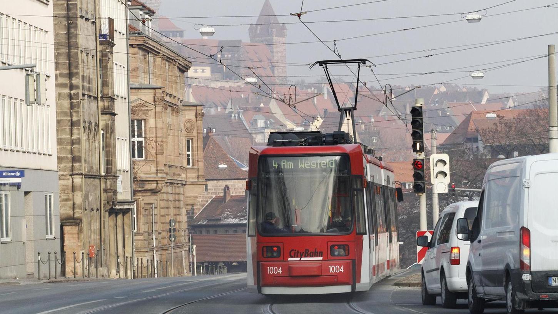 """Die Straßenbahn soll nicht von einer S-Bahn durch das Aurachtal kannibalisiert werden. Auch ein Prüfungsantrag wurde abgelehnt, denn eine Förderung vom Freistaat ist aussichtslos. Also bleibt es beim Ziel """"Straßenbahn bis zum Wegfeld"""", wie sie von Nürnberg her schon fährt."""