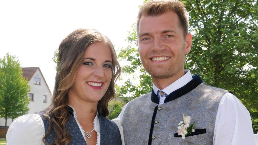 Beim Frühlingsfest 2012 in Deggendorf hat es zwischen Sebastian Frank und Tanja Gurtner gefunkt. Aus Sympathie wurde Liebe, nun schlossen die beiden den Bund fürs Leben. Vor Bürgermeister Helmut Himmler gaben sie sich im Trauungssaal in Berg das