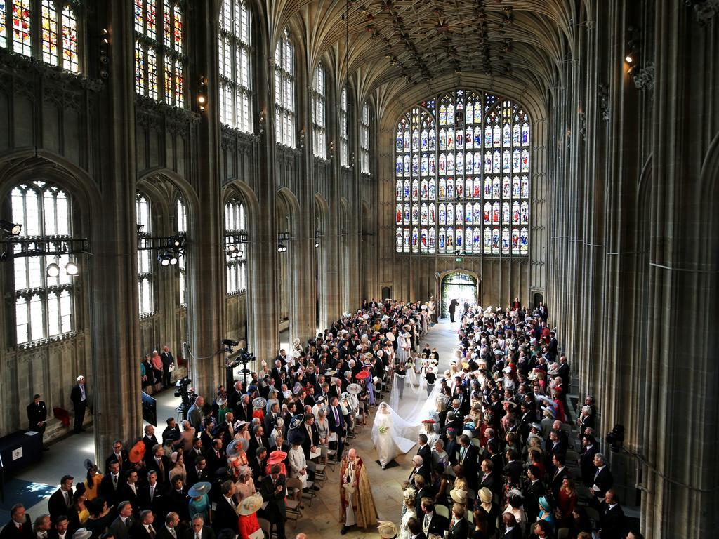 19.05.2018, Großbritannien, Windsor: Meghan Markle geht den Gang in der St.-Georgs-Kapelle zum Altar. Prinz Harry of Wales heiratet Meghan Markle. Foto: Danny Lawson/PA Wire/dpa +++ dpa-Bildfunk +++