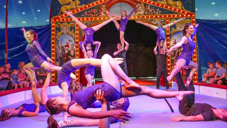 """Zirkus geht auch ohne Tiere. Das bewies der """"Circus Sambesi"""" bei seinem Gastspiel in Heideck. Artisten und Helfer wirken unentgeltlich mit, der Erlös der Vorführungen wird für die Stiftung """"Menschen für Menschen"""" gespendet."""