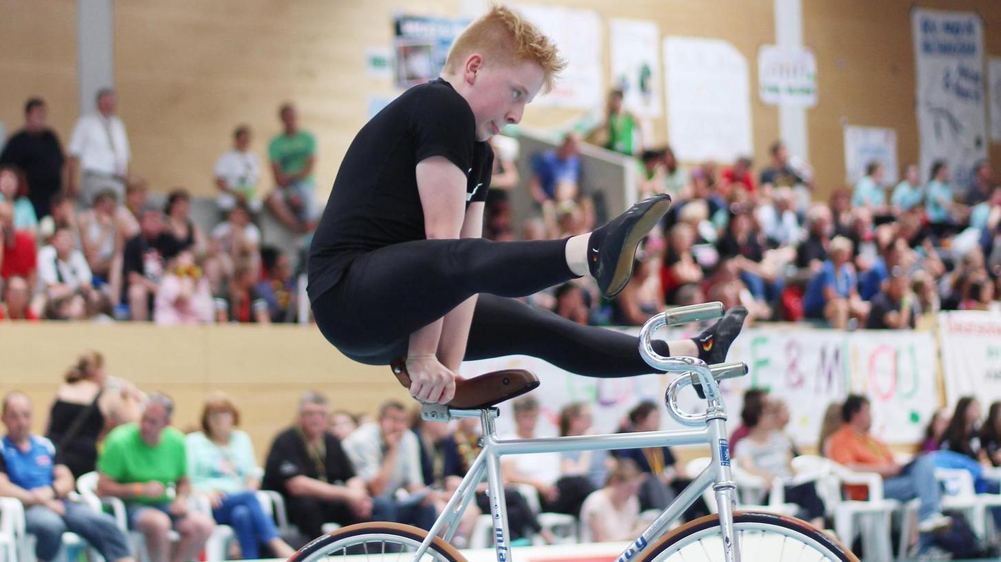 Perfekte Haltung – wie hier bei der Sattelstützgrätsche – und Nervenstärke führten zum Erfolg: Daniel Stark vom TSV Bernlohe gewann bei der Deutschen Schülermeisterschaft die Bronzemedaille im 1er-Kunstrad.